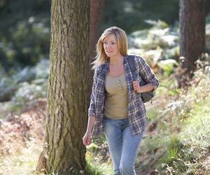 woman-walking-aware-of-surroundings