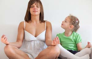 mom-and-little-girl-meditating